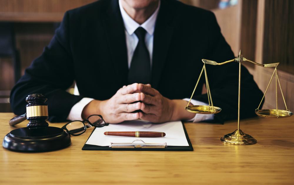 Dịch vụ tư vấn luật tại TPHCM hỗ trợ khách hàng xử lý các vấn đề liên quan đến pháp lý