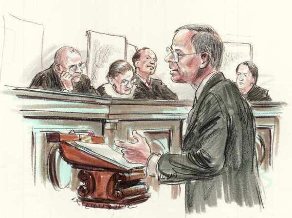 Luật sư hình sự tham gia bào chữa tại tòa án